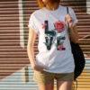 camiseta blanca sublimada con diseño love