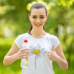 camiseta blanca sublimada con diseño margarita blanca